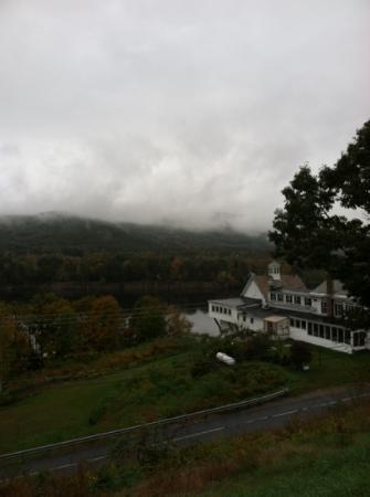 Halladay&#39;s Harvest Barn Inn: view of the river