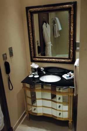 Ashburn Hotel: Bathroom