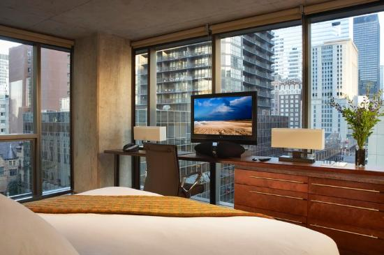 Corner king at dana hotel and spa chicago picture of for Spa hotel chicago