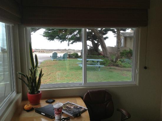 Cambria Shores Inn: View from Room 25