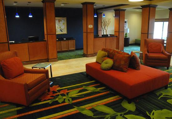 Fairfield Inn & Suites San Antonio SeaWorld/Westover Hills: Lobby & Business Center