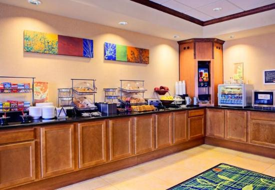 Fairfield Inn & Suites San Antonio SeaWorld/Westover Hills: Breakfast Station