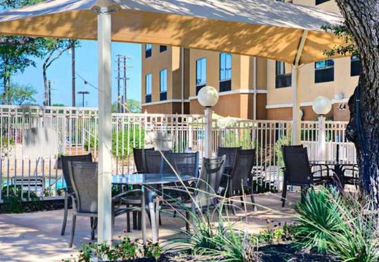 Fairfield Inn & Suites San Antonio SeaWorld/Westover Hills: Pool Cabanas