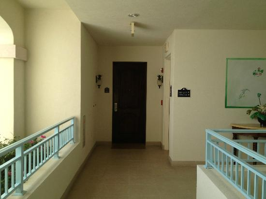 Seven Stars Resort: Hallway to room