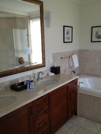 Seven Stars Resort: Double vanity