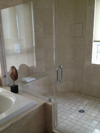Seven Stars Resort: Shower