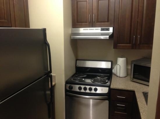 Hampton Inn Duluth: kitchen