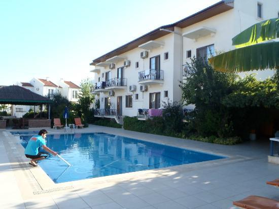 Hotel Cennet: View on swimming pool (morning)