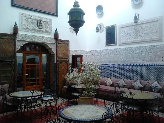Riad al akhawaine : Patio/ breakfast room
