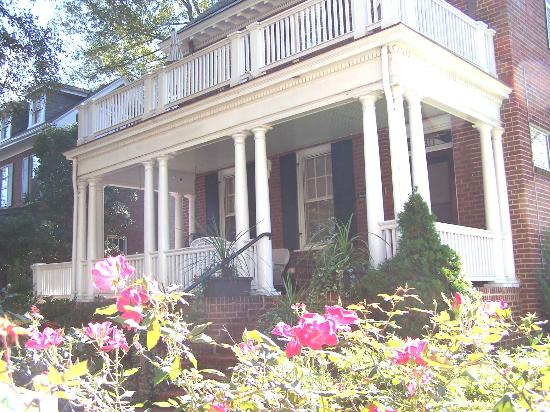 Museum District Bed & Breakfast: Front Porch of main house