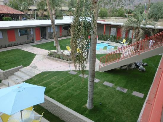 Skylark Hotel: All Rooms Surround a beautiful Pool Area