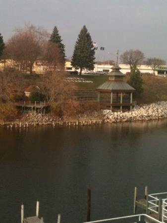 Manistee Inn & Marina: view from parking lot