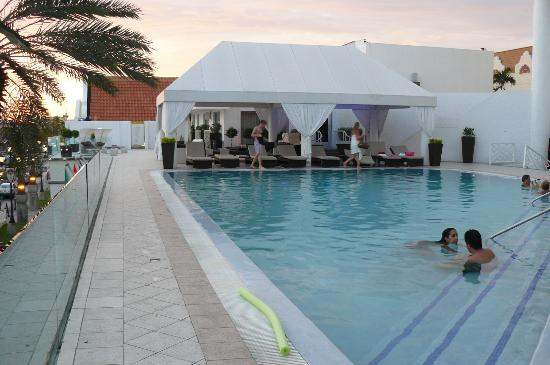 Renaissance Aruba Resort & Casino: The pool at the Adult Side