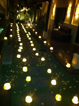The Ulin Villas & Spa: romantic candle lit dinner