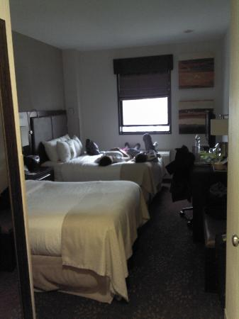 Holiday Inn SoHo New York: Small Room;  Wife and Kid Aleady Resting