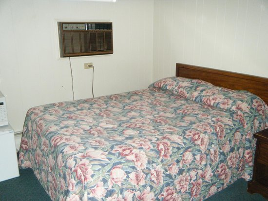 Jasper's Motel & Restaurant: the bedroom...