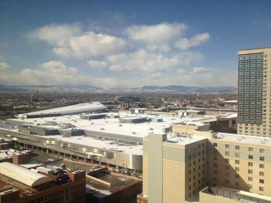 Crowne Plaza Hotel Denver: View from 21st floor, Denver is a beautiful city!