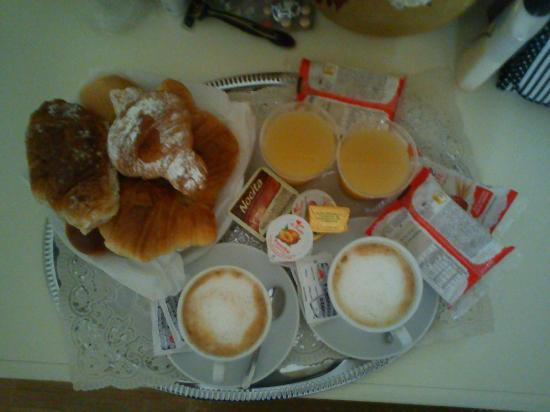 Domus Via Veneto: Breakfast