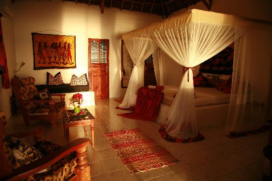 Hakuna Matata Beach Lodge & Spa: Honeymoon Suite inside