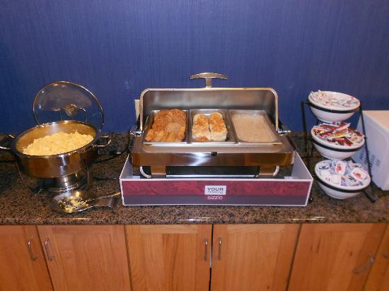 Comfort Inn: Hot Breakfast Buffet