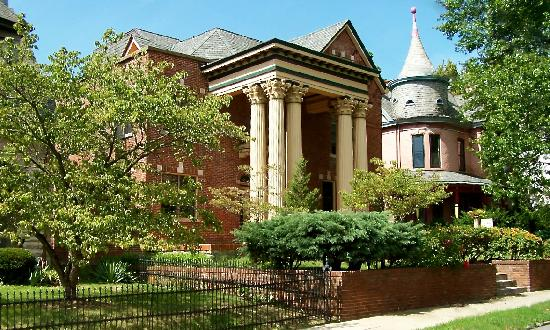 Lyndon House Bed & Breakfast: It's a beautiful day in Lexington's historic downtown!