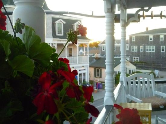 The Inn at Old Harbor: Relaxing on front porch