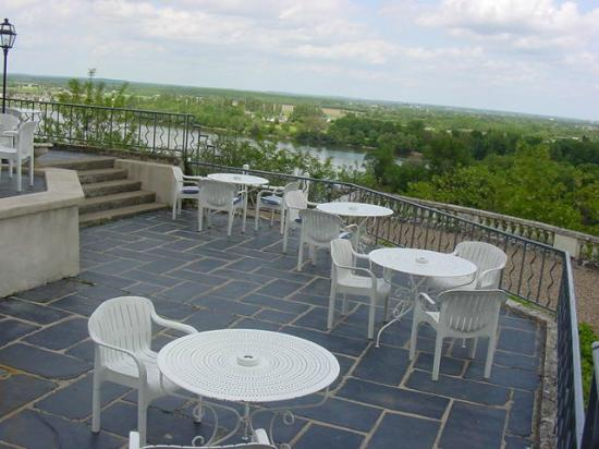 Chenehutte-Treves-Cunault, France : The terrace overlooking the River Loire