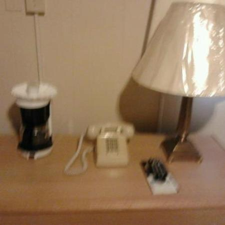 Casino Countryside Inn: DESK TABLE WITH COFFEE POT, ALARAM CLOCK,  PHONE,  DIRECT TV