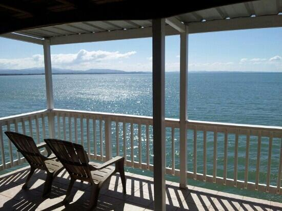 LemonTree Oceanfront Cottages: Huge balcony with breathtaking view!