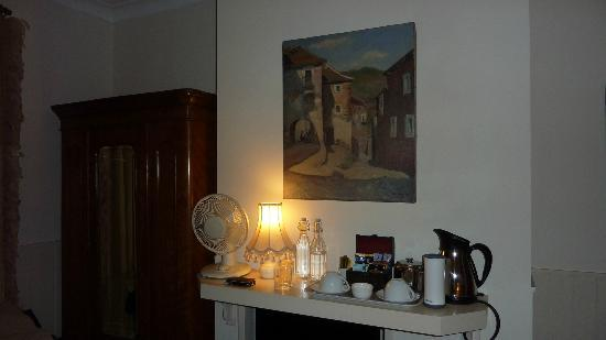 Arden House Bed & Breakfast Bexhill: Tea & coffee facitlies on the mantel...TV in fireplace!