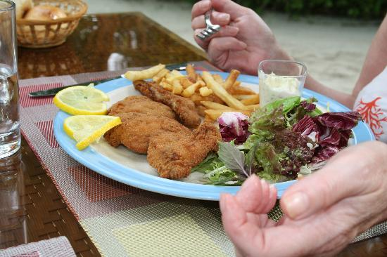 Kuramathi Island Resort: Fish and chips at Coffee shop