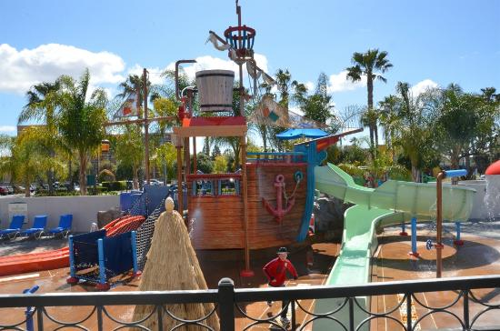 Howard Johnson Anaheim Hotel and Water Playground: View of waterpark from our room