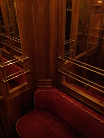 Palazzo Magnani Feroni: Inside the lift