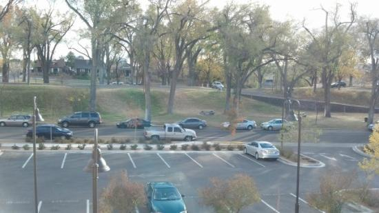 Hotel Parq Central: View of park from Room 313