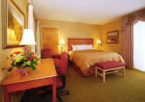 Clarion Inn &amp; Summit Center: getlstd_property_photo