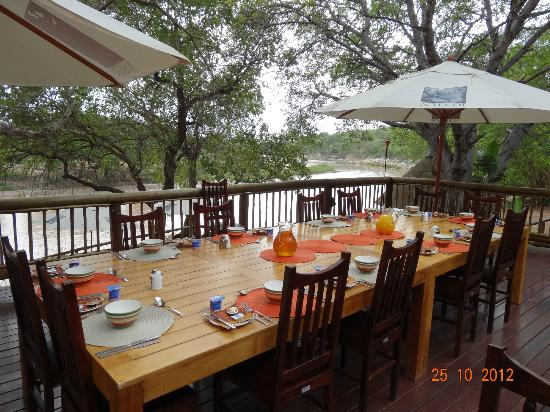 Naledi Bushcamp and Enkoveni Camp: Dinner :-)