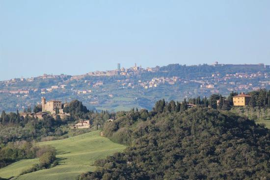 Micciano, อิตาลี: Volterra and Montegemoli from Fattoria di Statiano