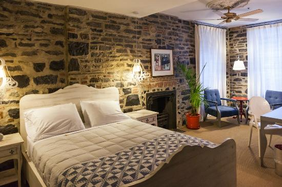 Auberge Place D&#39;Armes: Junior suite with 1 queen size bed