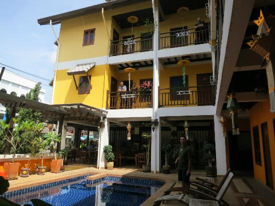 Chiangmai Boutique House: View of the Hotel from the bottom floor up