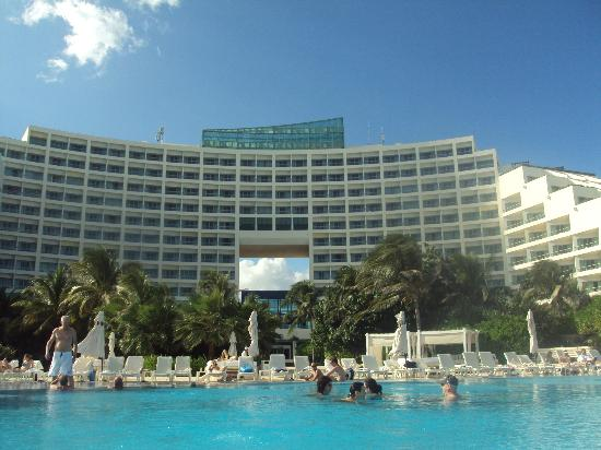 Live Aqua Cancun All Inclusive: View from beach