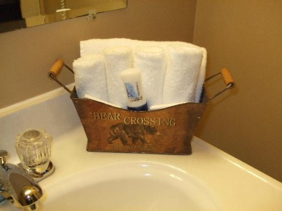 Mt Madison Inn & Suites: Lots of Wash Cloths But Few Towels