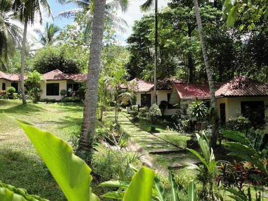 Full Moon House & Resort: Garden and Air-Con Bungalows