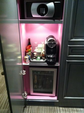 mini bar and free coffee picture of la maison favart paris tripadvisor. Black Bedroom Furniture Sets. Home Design Ideas