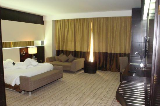 Radisson Blu Hotel, Doha: Grosszügiges Zimmer, Business Room