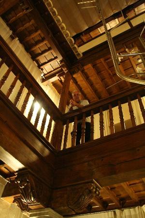 Gar-Anat Hotel de Peregrinos: The interior of the hotel is all wooden