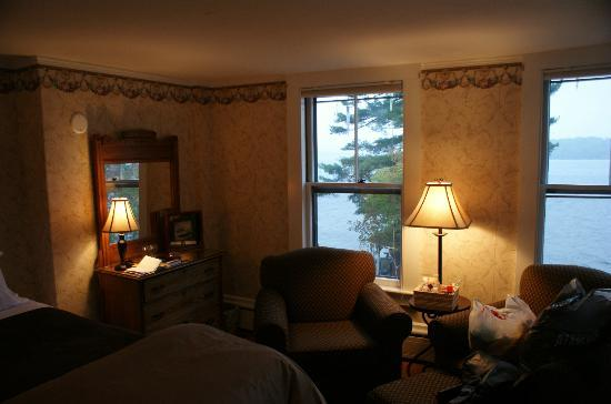 The Lake House at Ferry Point: Bedroom