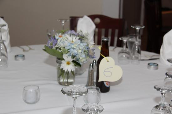 Whitehall Inn: Table Settings