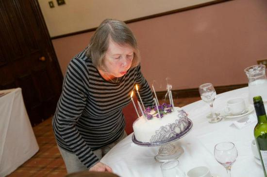 Berkswell, UK: Mum and cake at Nailcote Hall