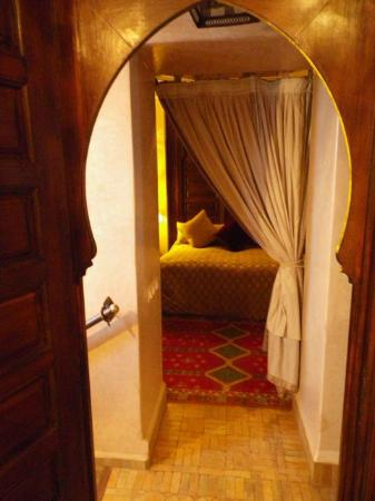 Riad Kniza: door to bedroom