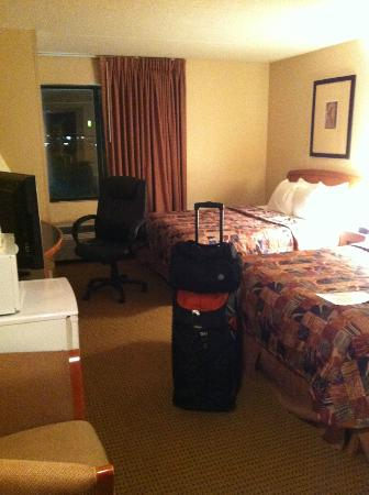 Sleep Inn & Suites: 2 queen room